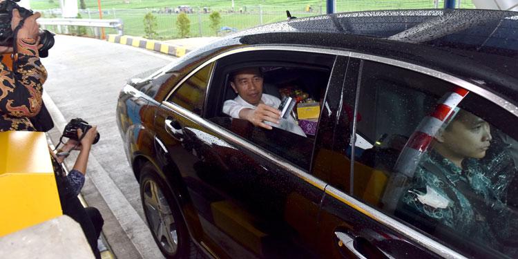 Saat Tol Jakarta-Surabaya Sambung, Jokowi: Saya Mau Coba Naik Mobil Berapa Jam