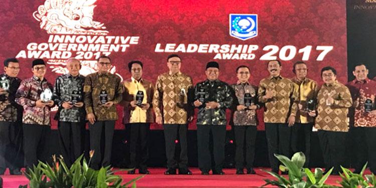 """Anas Duduki Peringkat Pertama """"Leadership Award"""""""