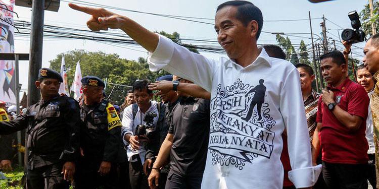 "Cerita di Balik Kemeja Putih Jokowi Bersablon ""Bersih, Merakyat dan Kerja Nyata"""