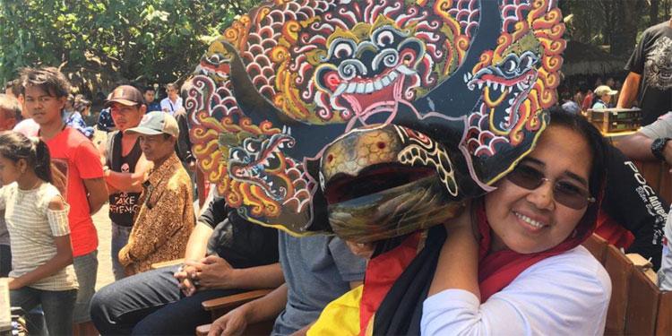 Milenial Dominasi Peserta Festival Reog Barong di Pantai Serang Blitar