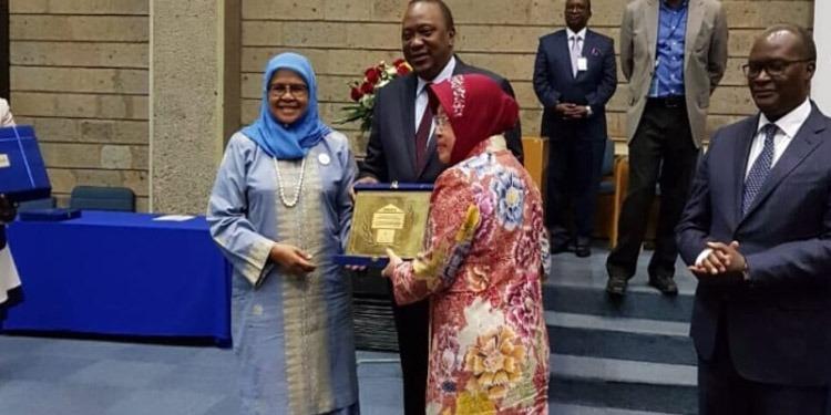 Di Nairobi, Risma Terima Penghargaan Scroll of Honour dari PBB