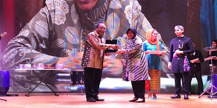 Sempat Kaget, Risma Raih Penghargaan Pejabat Peduli Museum