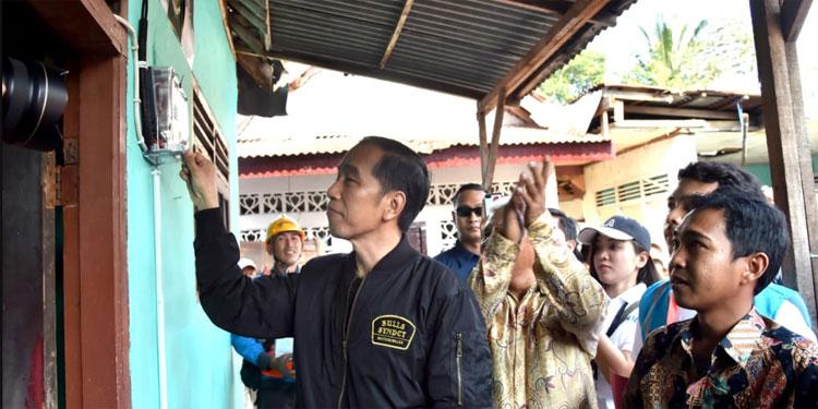 Jokowi Nyalakan Listrik Gratis untuk Keluarga Tidak Mampu di Bogor
