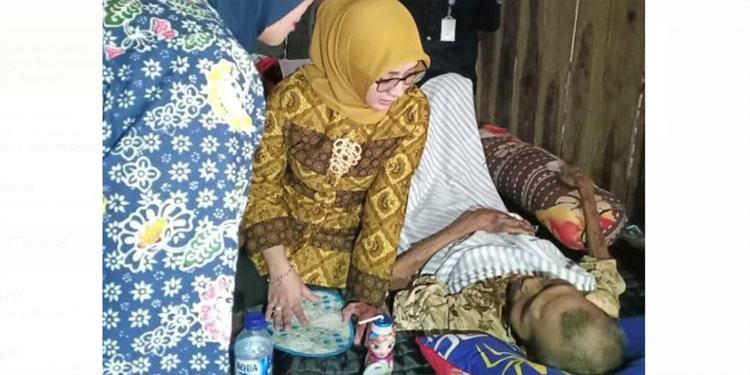 Wabup Marhaen Kunjungi Warganya yang Sudah 3 Bulan Lumpuh
