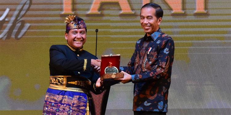 Jokowi Dapat Gelar Bapak Pariwisata Nasional dari PHRI