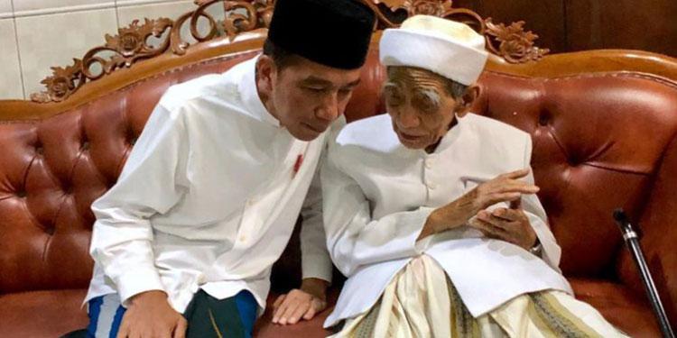 Imbau Jemaahnya Pilih yang Terbaik, Ini Capres Pilihan Mbah Moen Rembang