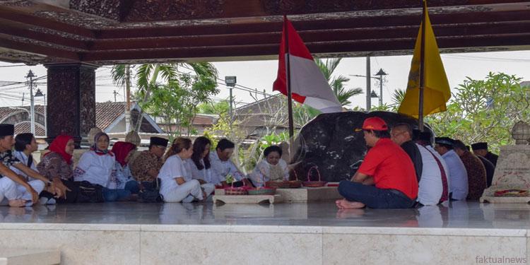 Jelang Ramadan, Megawati Nyekar Makam Ayahandanya di Kota Blitar