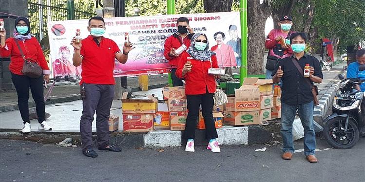 Lawan Virus Corona, DPC PDIP Sidoarjo Bagi-bagi Masker dan Jamu