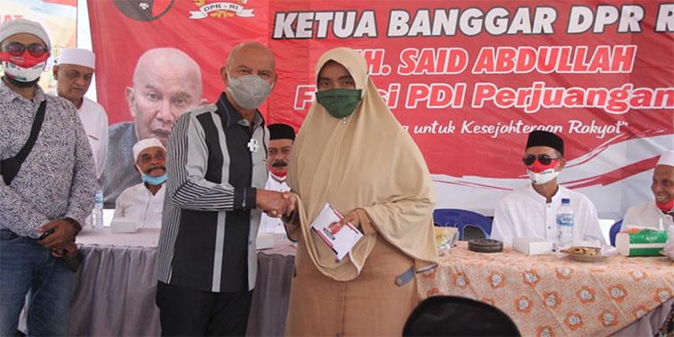Reses, Ketua Banggar DPR Serahkan Bantuan Stimulan kepada Warga Desa