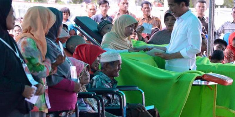 Ringankan Beban Lansia, Jokowi Beri Rp 200 Ribu per Bulan