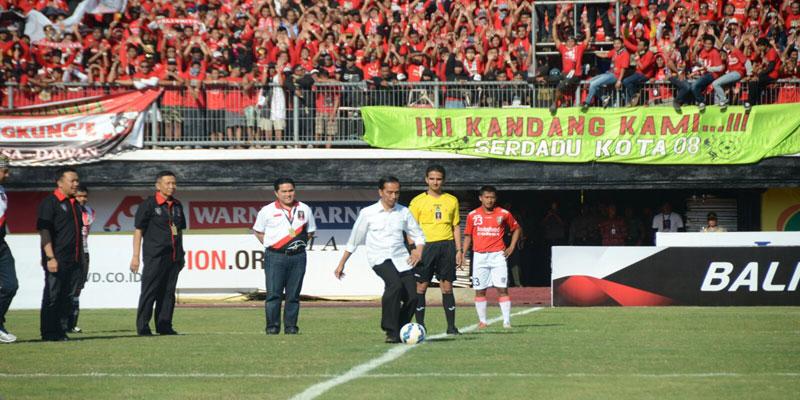 Jokowi Inginkan Persepakbolaan DIreformasi Total