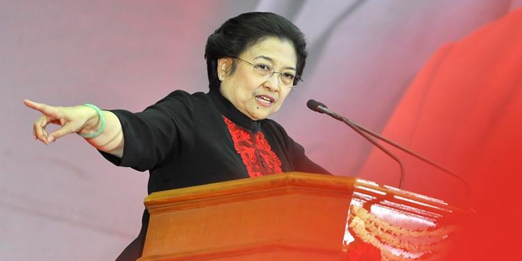 Ketua Umum PDI Perjuangan Megawati Soekarnoputri menyampaikan pidato politik pada pembukaan Rakernas III PDI-P di Jakarta, Kamis (6/9). Rakernas III yang diikuti 1330 peserta yang terdiri dari DPC, DPD, DPP, serta anggota fraksi PDI-P tersebut akan membahas program kerja politik jelang Pilpres 2014. ANTARA FOTO/Yudhi Mahatma/ed/pd/13