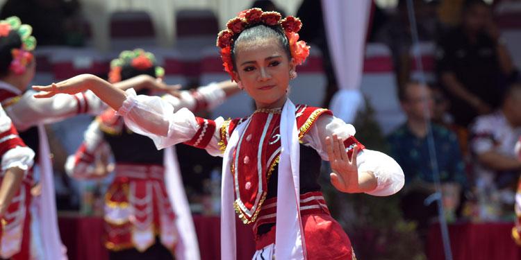 pdip-jatim-pawai-budaya-semipro-2016