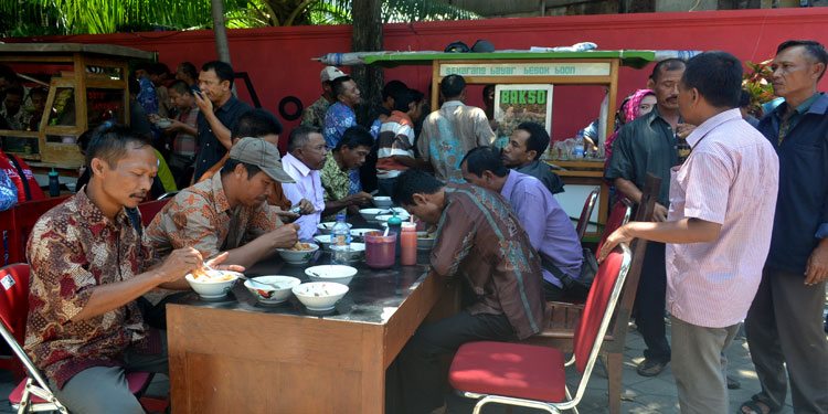 pdip-jatim-perangkat-desa-jombang-makan-siang