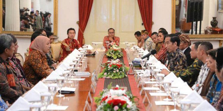 Kisah Para Pegiat Literasi dan Janji Jokowi…