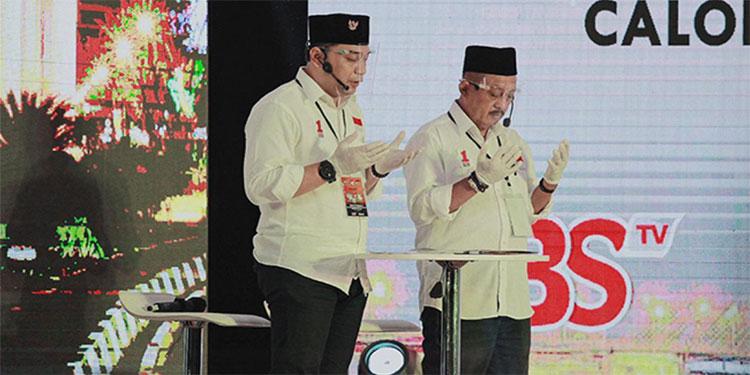 Akhiri Debat, Eri Cahyadi Baca Salawat Munjiyat dan Doa Ratibul Haddad