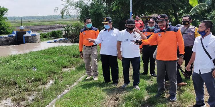 Luapan Airnya Banjiri Sawah dan Pemukiman, Ketua DPRD Nganjuk Sidak Sungai Plawon